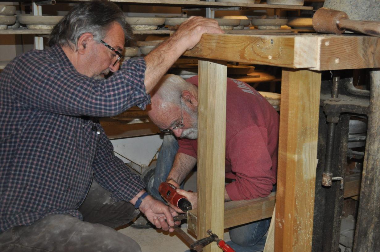 Alain PENEL et Pierre ROUSSET installent la deuxième calibreuse.