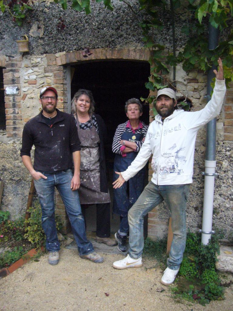 L'équipe de la Fabrique de poteries de Ciousclat en Drôme