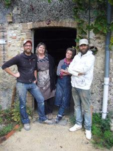 L'équipe de la Fabrique de poteries de Cliousclat en Drôme